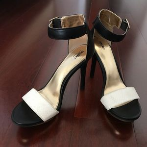 Mossimo Vinta Ankle Strap Heels